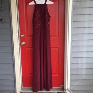 Wine and sequence formal maxi with slit